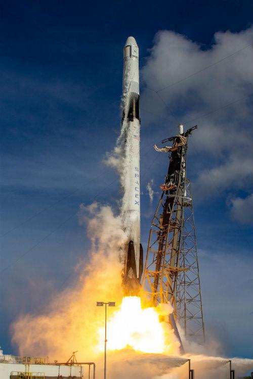 Cohete Falcon 9 reutilizado y cápsula de carga Dragon de SpaceX - Calendario de Lanzamientos Espaciales